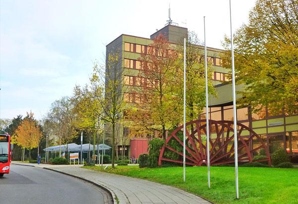Mitte-Rathaus-mit-Radstation
